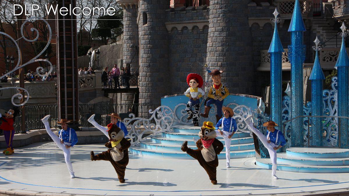 """[Nouveau] Mickey présente : """"Joyeux Anniversaire Disneyland Paris"""" (2017) - Page 2 IMG_0471"""